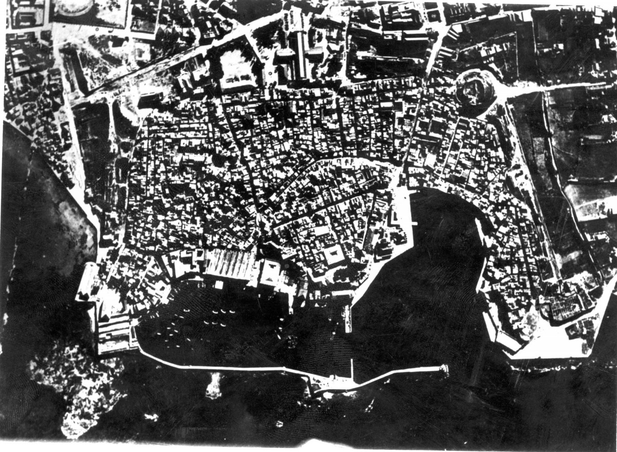 Fig.17.The fortified city of Chania, before the bombing of 1941(air photograph, 1936).