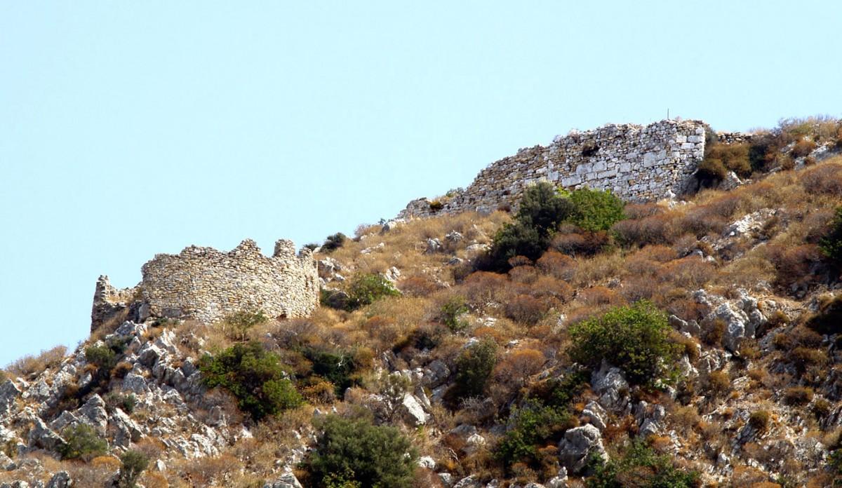 Fig. 11. The Middle-Byzantine citadel at Polyrrenia in Kissamos. (photo, Nikos Gigourtakis)