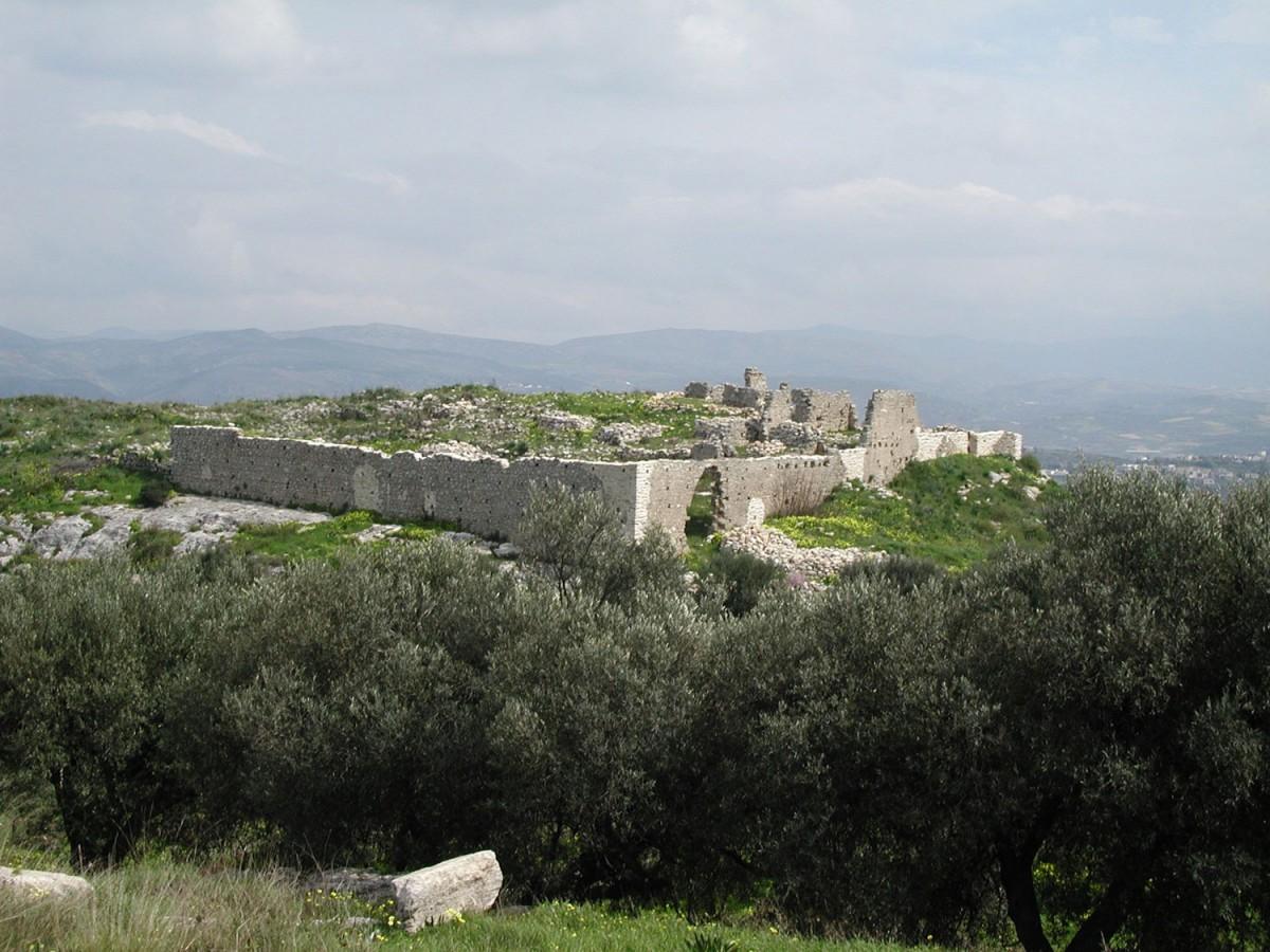 Fig. 14. The tower at Katalagari. (photo: Nikos Gigourtakis)