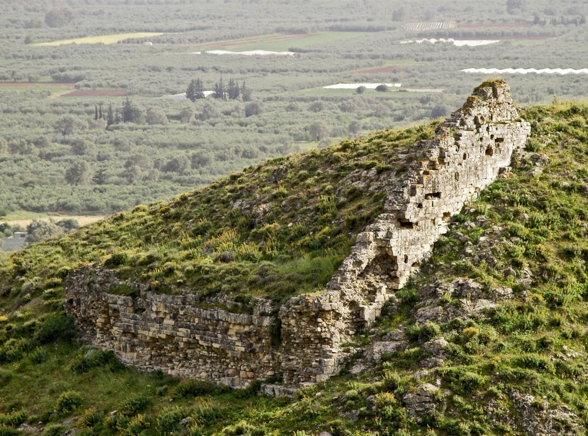 Fig. 2. Proto-Byzantine citadel of Gortyna. North eastern corner of the fortification enclosure. (photo: Nikos Gigourtakis)