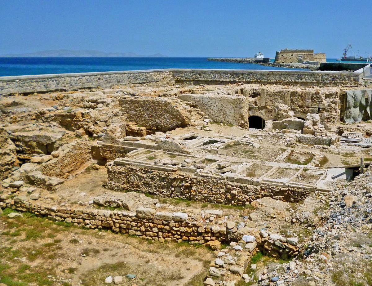 Fig. 7. Excavation by the 13th Ephorate of Byzantine Antiquities, on the Bendenaki site in Herakleion. (photo: Nikos Gigourtakis)