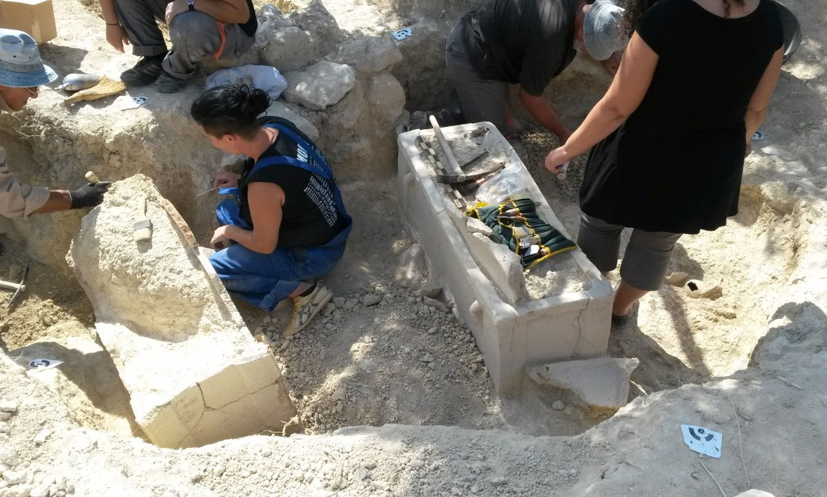 The grave contained clay sarcophagi and pottery. Credit: Malevisi Municipality.