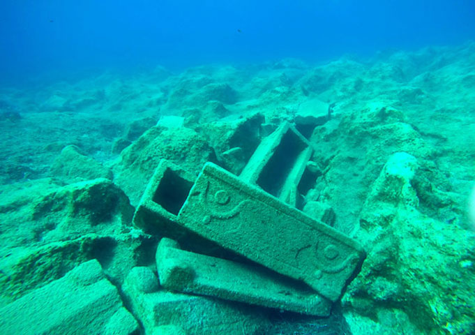 The shipwreck of the stone sarcophagi at Sapienza. (Photo: Ministry of Culture and Sports)