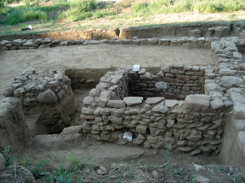 The identification of a wine press for the mustification of grapes suggest that the facilities had an agricultural and manufacturing character (photo: Ephorate of Antiquities of Arta).