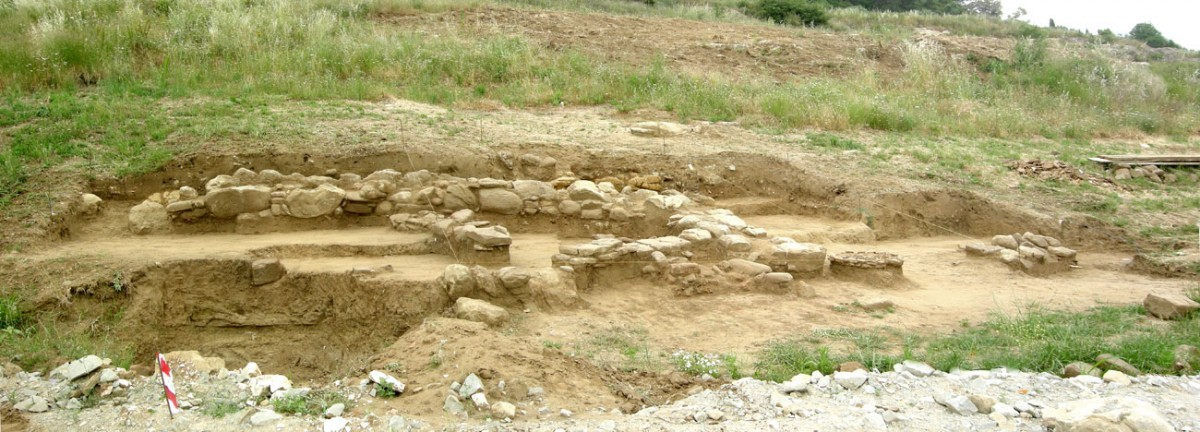 Four settlement complexes were found in an area with 150m-length (photo: Ephorate of Antiquities of Arta).