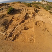 A Late Bronze Age court-centered building at Sissi
