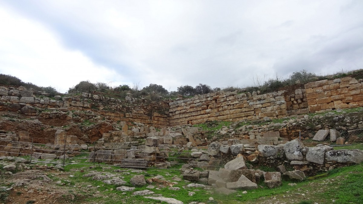 Fig. 14. The walls of Aptera, west side (photo: 25th Ephorate of Prehistoric and Classical Antiquities).