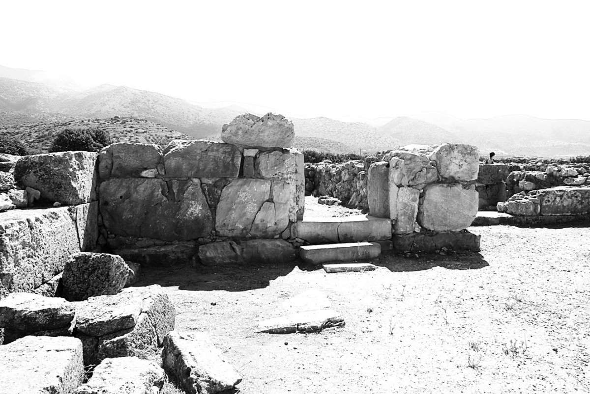 Fig. 5. Malia: Tower in the Minoan palace.
