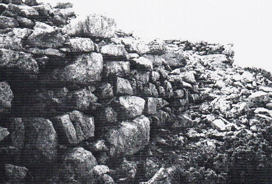 Fig. 7. Giouchtas, Minoan peak sanctuary: cyclopean fortification enclosure.