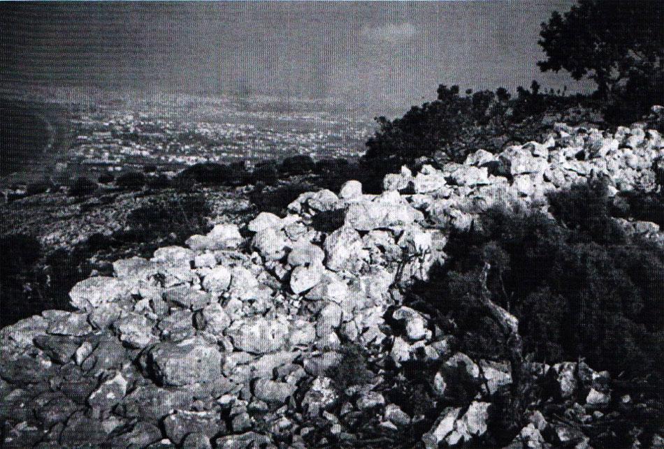 Fig. 8. Kastrokefala in Rogdia: Mycenaean fortification enclosure.