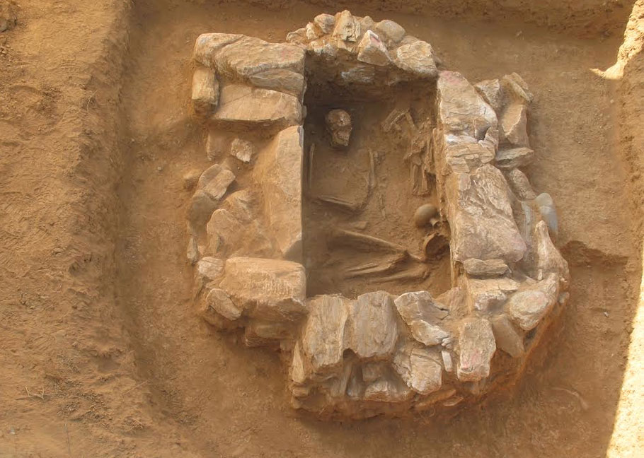 Unlooted stone-built cist grave of the Mycenaean era. (Photo: lesvospost.com)