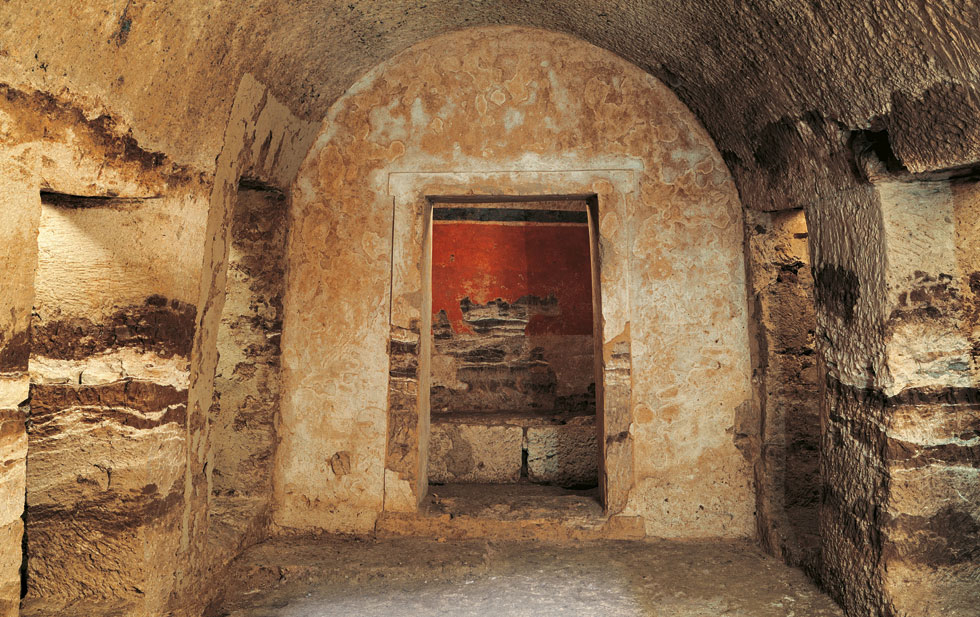 The entrance to the multi-chambered tomb  in ancient Pella [Credit: Ethnos]