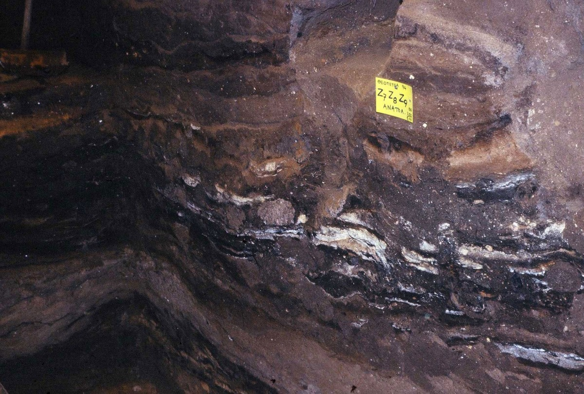 Fig. 13. Thick silty layers alternate with layer of fire of Middle Palaeolithic.