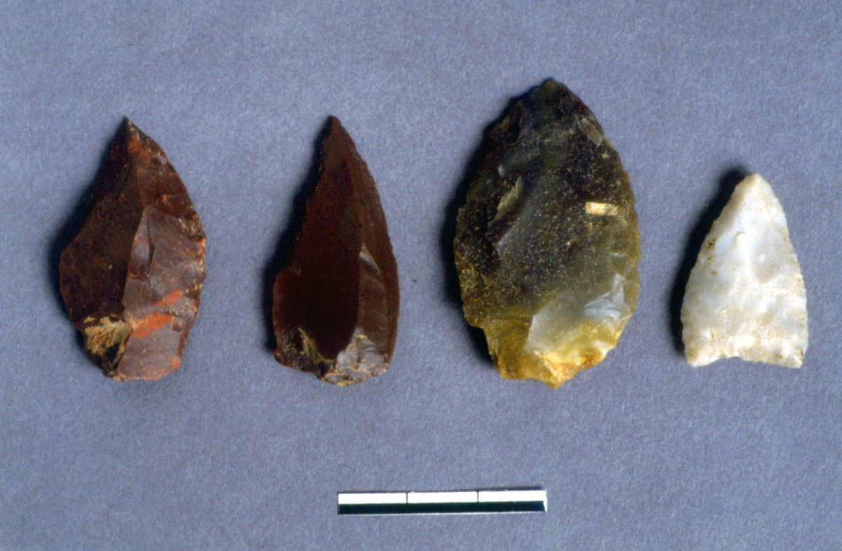 Fig. 33. Spikes of various flints and quartz.