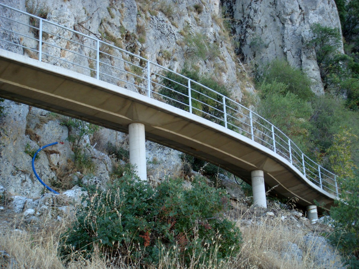 Fig. 3. Bridge for access to the cave. A special wheelchair is available for disabled people.