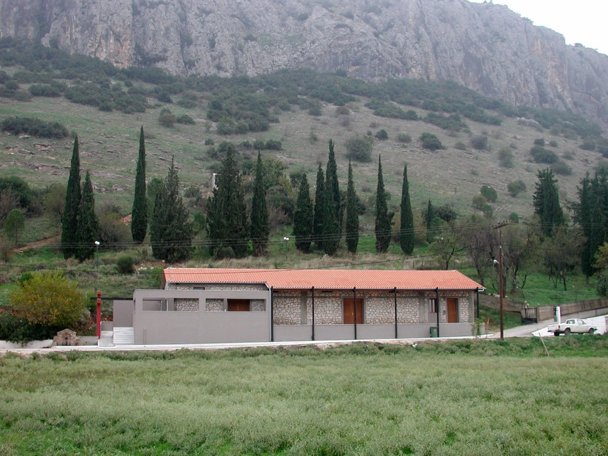 Fig. 6.The stone building at the foot of the limestone mass, seen from the Theopetra community (south), allocated by the municipality for the museum's creation.