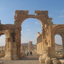 Palmyra's Arch of Triumph blown up by IS