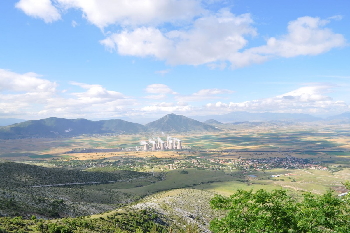 "Fig. 1. View of the valley of the Kitrini Limni (Sari Göl) from the north. In the distance, to the left , the Neolithic settlement of ""Toumba Kremastis Koiladas"" and the Aghios Dimitrios Power Station in the centre."