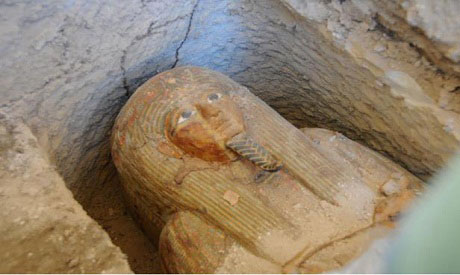 The nobleman's face is painted on the sarcophagus. He is depicted wearing a wig and flower crown. Photo credit: ahram online.