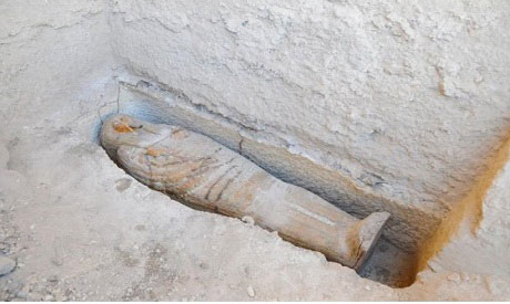 The sarcophagus was found at a niche carved in the tomb's rock. Photo Credit: Ahram online.