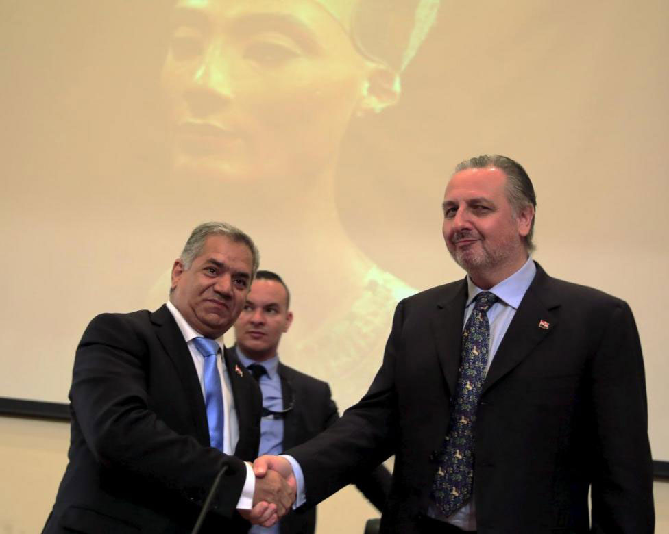 British Egyptologist Nicholas Reeves (R) shakes hands with Antiquities Minister Mamdouh al-Damaty after a news conference in Cairo, Egypt, October 1, 2015. Photo Credit: REUTERS/Amr Abdallah Dalsh.