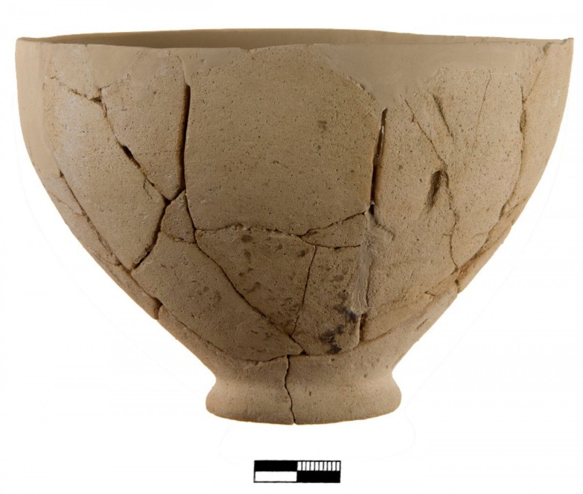 Heraion VI. Middle Cycladic bowl (by Chr. Papanikolopoulos).