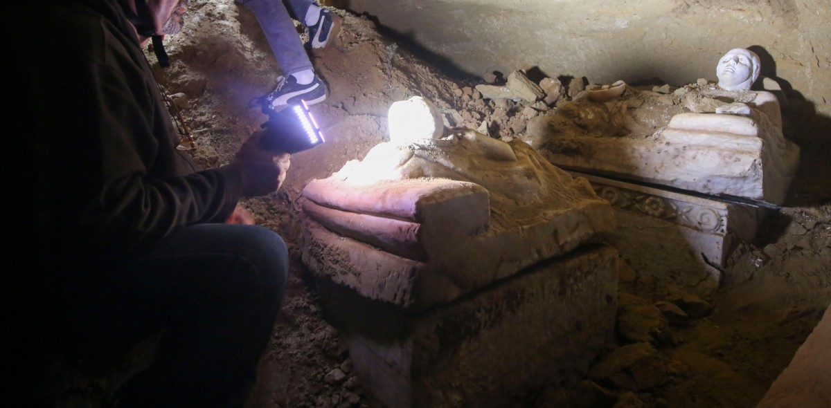 From the work inside the tomb, before removing the artefacts. Photo Credit: Superintendency of Archaeology of Umbria.