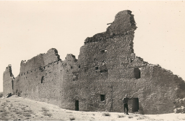 Photo from the 1930s showing the back wall of Pueblo Bonito, the largest structure found in Chaco Canyon, New Mexico. Archaeologists estimate the intact structure was five stories high and had about 500 rooms. UA tree-ring studies of the building's wooden beams revealed the structure was built in phases from 850 to 1120. (Photo: George A. Grant/ National Park Service)