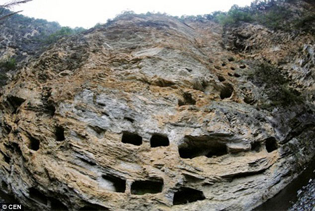The hanging coffins are inside man-made caves halfway on a cliff in Hubei province, China. (Photo/cnhubei.com)