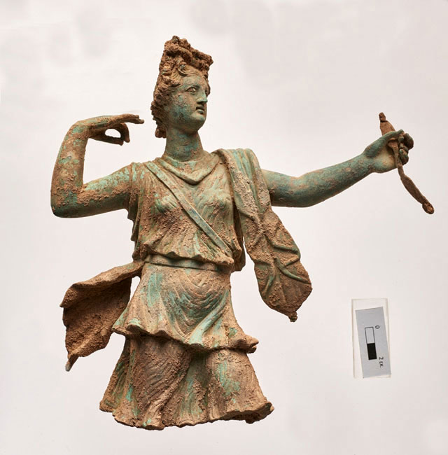 Bronze statue depicting Artemis. It was found at the archaeological site of Ancient Aptera. (Photo credit: Ministry of Culture and Sports)