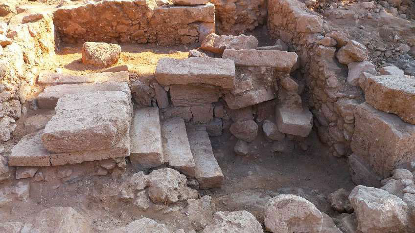 Fabrika Hill/Pafos: Staircase in the NE corner of the courtyard. © MafaP