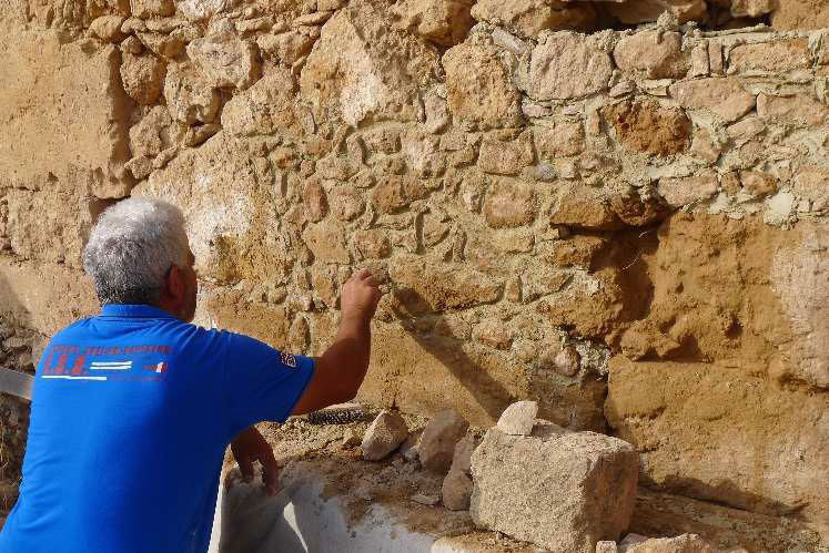 Fabrika Hill/Pafos: Restoration works on the Roman building by the Department of Antiquities, © MafaP
