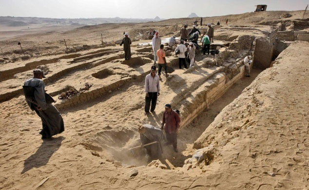 Archaeologists excavate a 4,000 year old tomb which was discovered in Abusir on the outskirts of the Egyptian capital, Cairo on October 22, 2013. Photo Credit: Egyptian Ministry of Antiquities/AFP/Daily Mail.