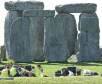 Burial site at Stonehenge shows gender equality