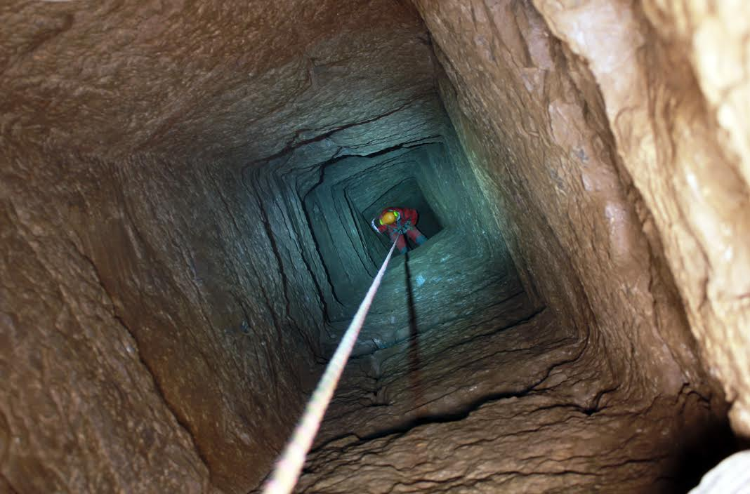 Thorikos (Greece): Ancient quadrangular shaft being explored during the last campaign. Connecting shaft between two main levels of mineralization. Access to lower levels. Photograph: D. Morin