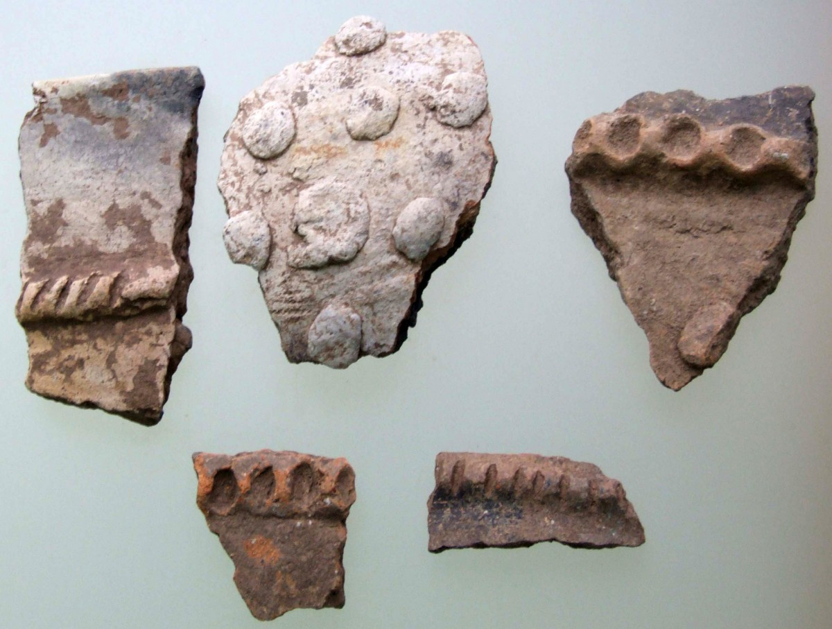 Fig. 2. Samples of shards with relief decoration from Krya. (source: author's archive)