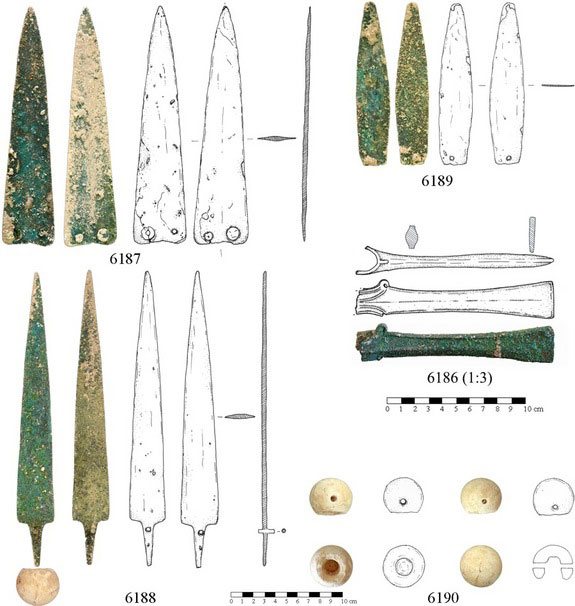 Bronze Age blade found at the Bethlehem necropolis. Photo Credit: Sapienza University Rome/IB Times.