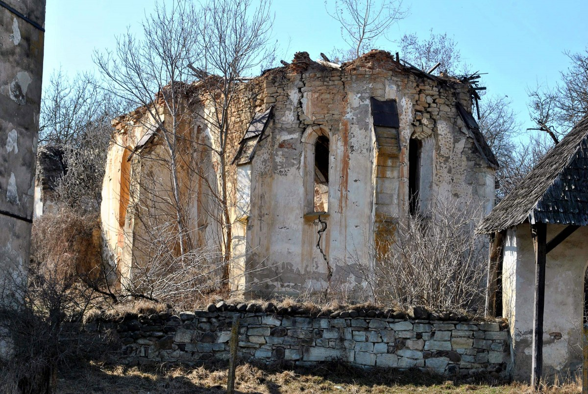 A ruined church in the Romanian town of Jelna, where art historian Szilard Papp claims he has found fresco fragments from a 14th-century copy of Giotto's Navicella mosaic. Photo Credit: afp.com / Moller Istvan Foundation / Tibor Kollar.