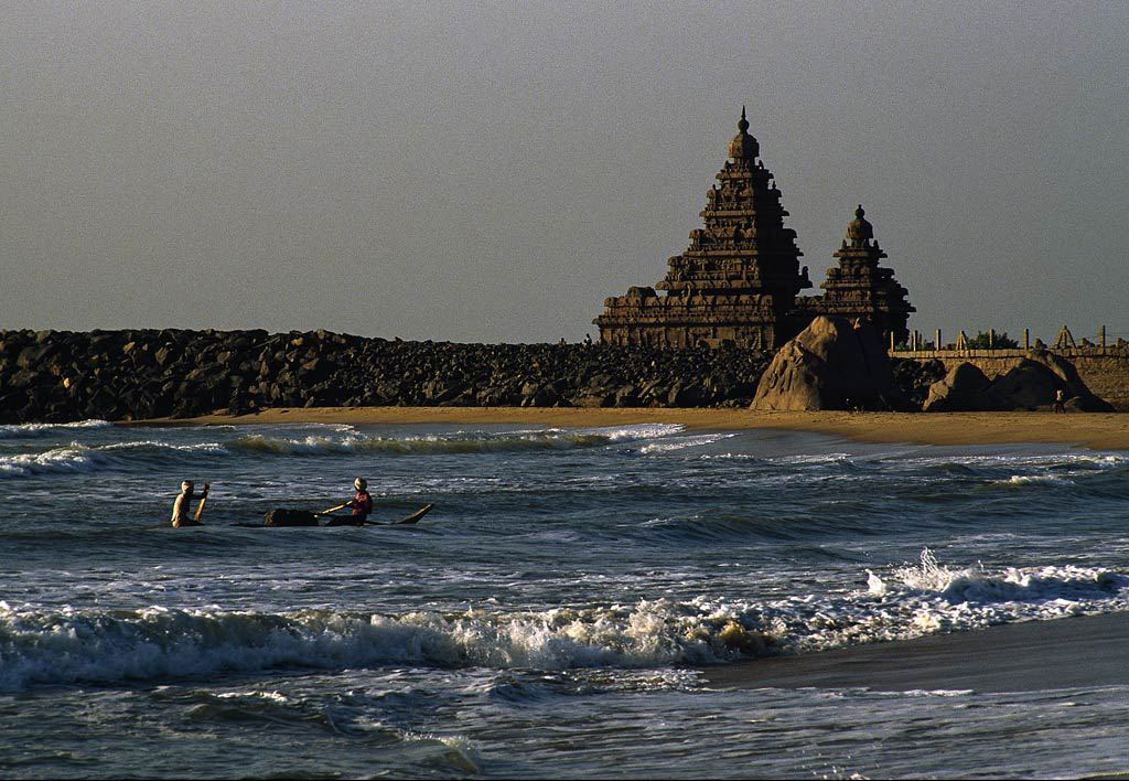 A major discovery of submerged ruins was made offshore of Mahabalipuram in Tamil Nadu,  South India. The discovery, at depths of 5 to 7 meters (15 to 21 feet) was made by a joint team  from the Dorset based Scientific Exploration Society (SES) and marine archaeologists  from India's National Institute of Oceanography (NIO). Credit: Pinterest/Archaeology News Network.