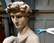 Michelangelo's David gets clean-up