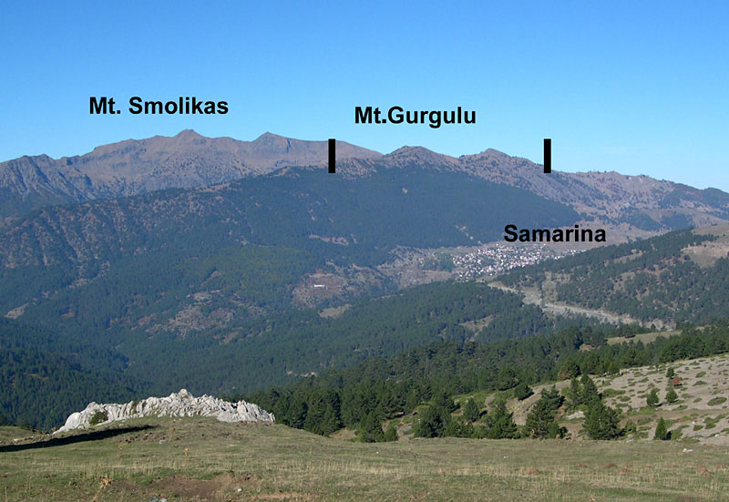 Samarina: the surveyed region, from the south-east, with indication of the uppermost limits of Mousterian chert tool scatters and isolated finds (vertical bars). Photo Credit: P. Biagi/Antiquity.