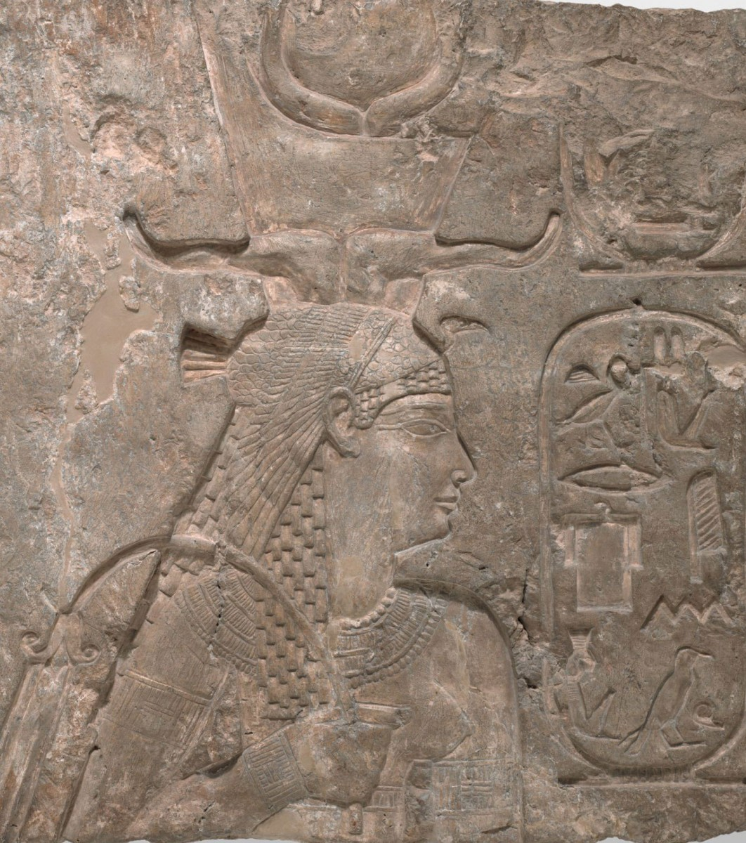 Arsinoë wearing her ornate crown on a wall relief in the Isis temple on Philae, a Nile island.