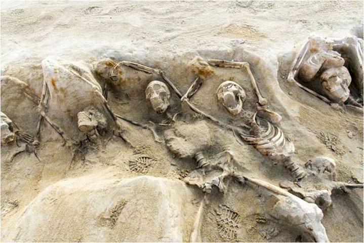 Collective burial at the Faliron necropolis (Photo credit: ΑΠΕ-ΜΠΕ).