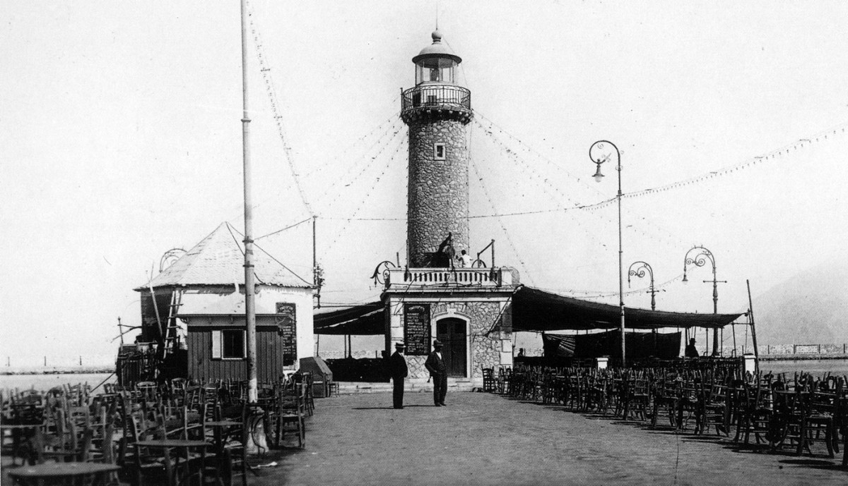 Fig. 36. Lighthouse at the end of the St Nicholas Pier. For a century, it was the city's symbol. Pulled down in 1972.
