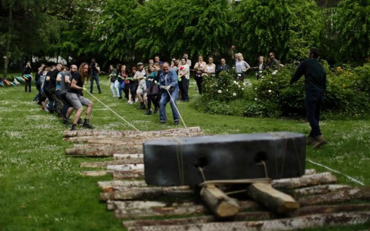 Volunteers, many of whom were undergraduate archaeology students, take part in an attempt. Photo Credit: The Telegraph.