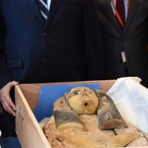 Israeli MFA transfers ancient sarcophagi covers to ambassador of Egypt