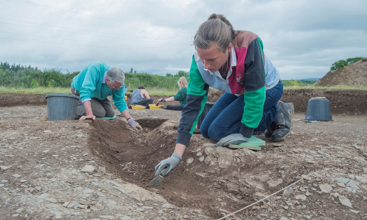 Archaeologists working on the site at Ipplepen. Photo Credit: University of Exeter/The Guardian.