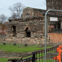 Roman walls, pottery and human remains uncovered in Leicester