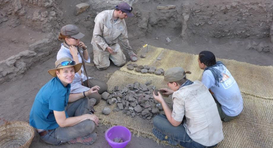 Associate Professor Nadine Moeller (left) sorts pottery sherds with graduate students at the excavation site of Tell Edfu in Egypt. Credit: Nadine Moeller.