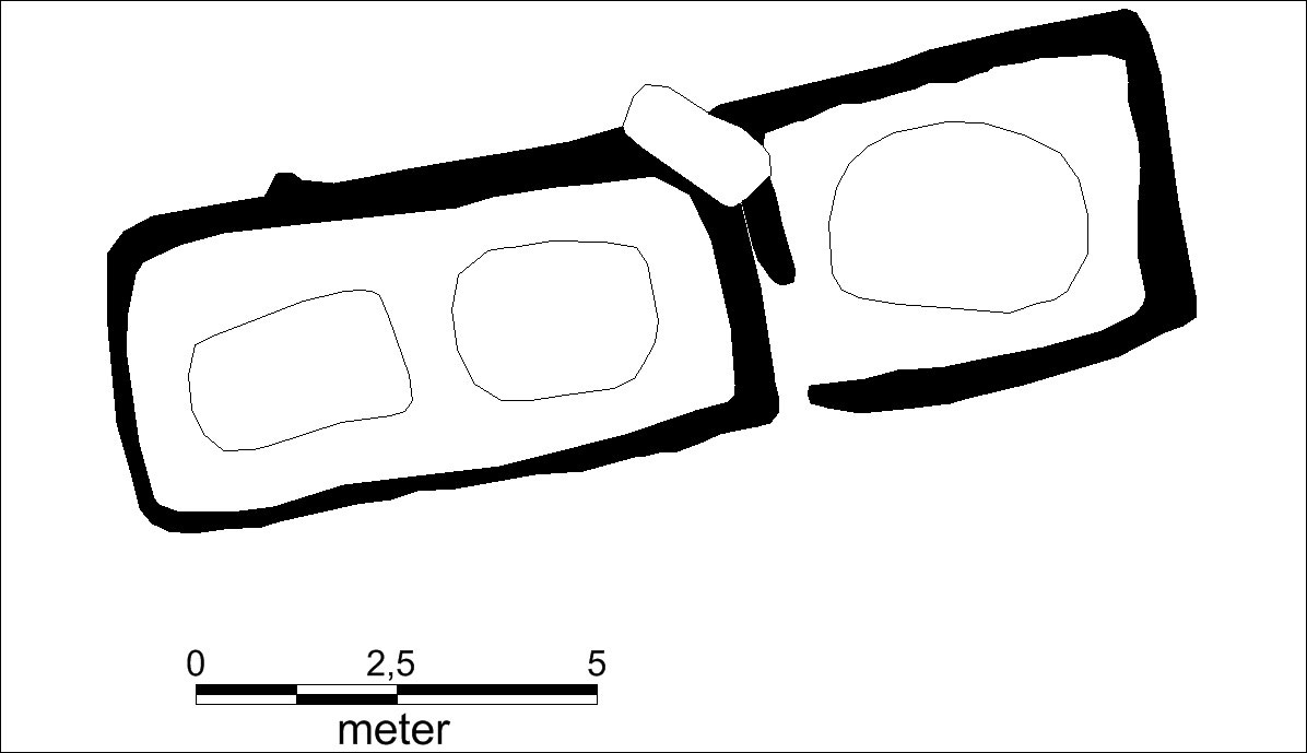 Sketch of the tomb layout. On the left, is a room with two graves belonging to a man and a woman. On the right, is an additional grave for a man that was added later. Image Credti: Museum Silkeborg/Science Nordic.
